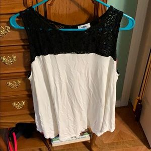 ☀️3/$25☀️ Old Navy Lace Top Tank